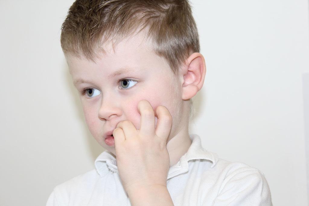 Pourquoi arrêter de se ronger les ongles ?  - onychophagie quest ce que cest ?